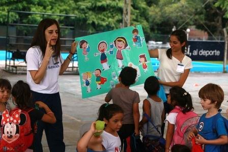 En San Isidro fomentan en niños consumir agua y disminuir bebidas azucaradas