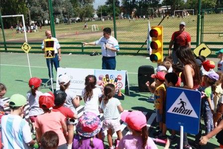 Los chicos aprenden educación vial en las colonias de verano de San Isidro