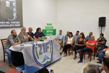 El titular de la Fundación La Alameda, Gustavo Vera y el economista Agustín D Attellis brindaron una charla en la sede del Partido Justicialista