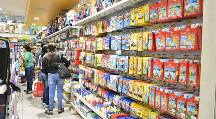 El gobierno lanzó precios de referencia de la canasta escolar con un aumento promedio del 21%