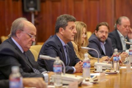 Sergio Massa se reunió con los referentes de la Unión Industrial Argentina, quienes expresaron preocupación por la caída del sector productivo, que presenta su nivel más bajo desde al año 2002.