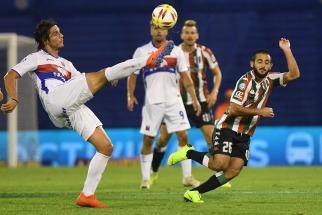 Tigre sigue aferrado a su ilusión de quedarse en Primera luego de vencer a Vélez en Liniers