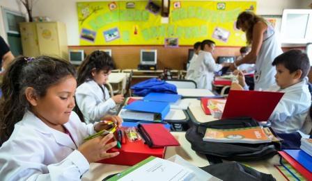 Analizan cambiar horarios de ingreso a las escuelas para después del levantamiento de la cuarentena