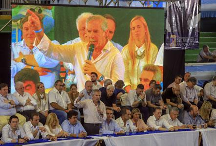 """El  PJ pide """"ampliar la unidad"""", con guiños a Massa y a los gobernadores de Alternativa Federal"""