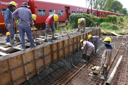San Isidro finalizó la construcción del último puente ferroviario en Sarratea