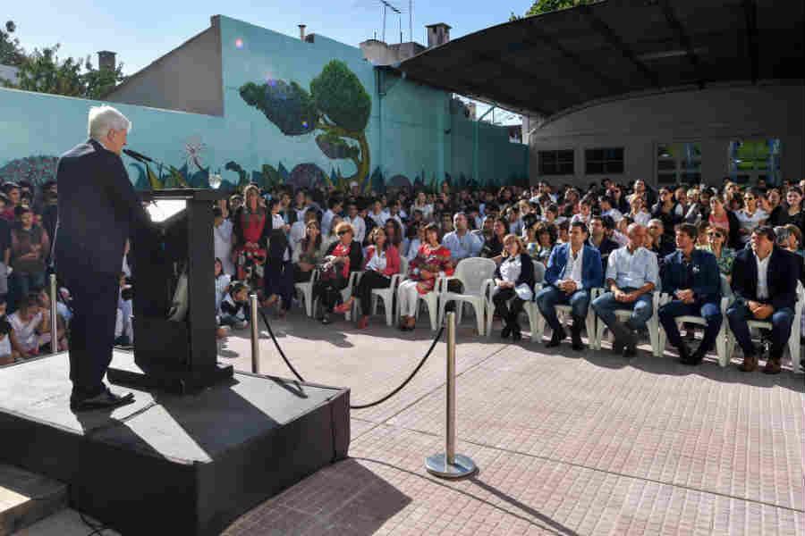 Luis Andreotti inauguró el ciclo lectivo con la puesta en valor de histórica Escuela N° 9 de Victoria