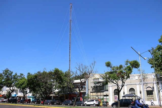 San Isidro: retiran una antena de 54 metros de altura por seguridad