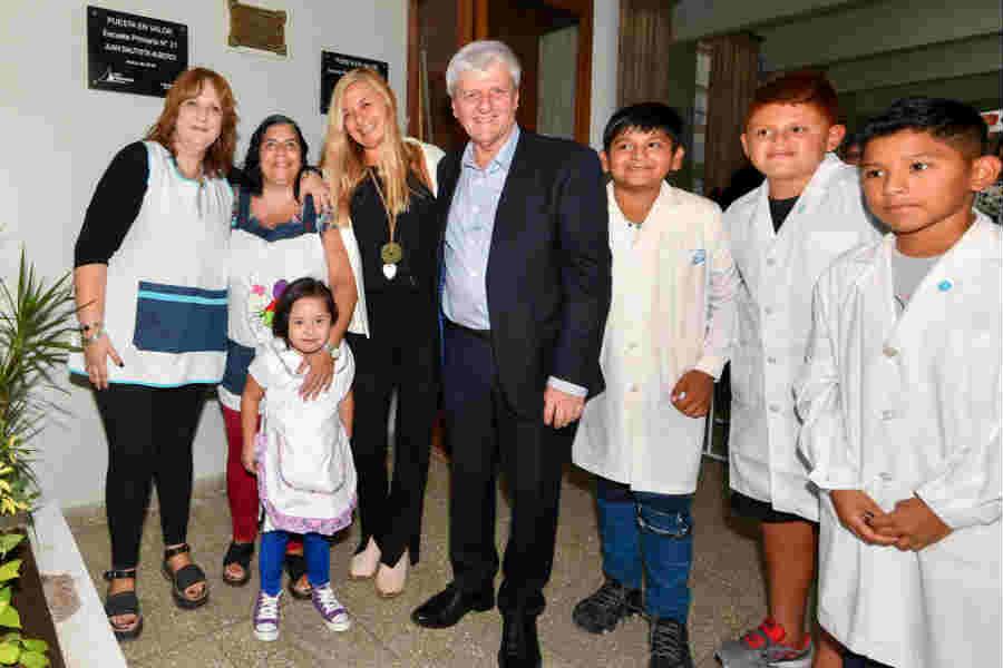 Andreotti inauguró la renovación de la Primaria N° 21 y Secundaria N° 10