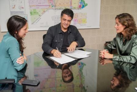 El intendente de Vicente López, Jorge Macri, firmó un convenio de adhesión al sistema de atención primaria de emergencias para víctimas de violencia de género con el Gobierno de la provincia de Buenos Aires, a través del Instituto de Género y Diversidad Sexual bonaerense y su presidenta Agustina Ayllón.