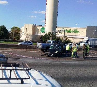 Un muerto y un herido al chocar una camioneta y un auto en la autopista Panamericana ()