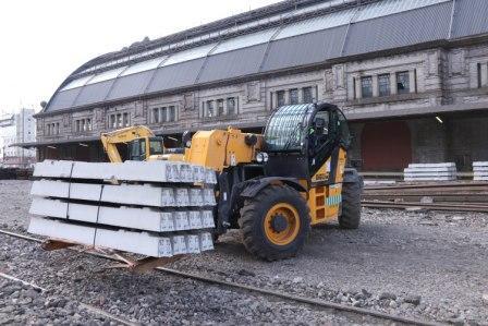 Llegan a Retiro 8.500 durmientes para renovar las vías del ingreso de la estación