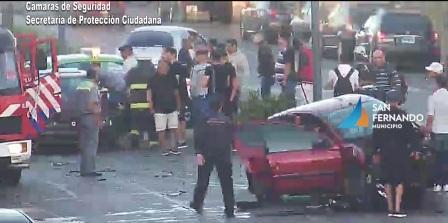 Las cámaras de seguridad captan un violento triple choque en San Fernando