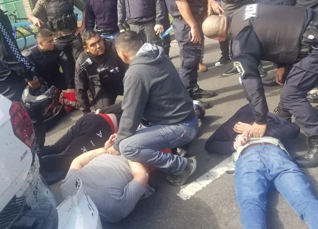 Tras una persecución y tiroteo detuvieron a banda que cometía entraderas en Vicente López