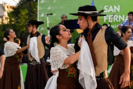 Los sanfernandinos vivieron una tarde a puro baile y música en una nueva peña folklórica a cielo abierto
