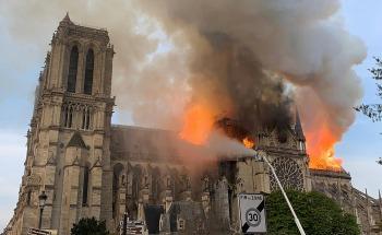 Conmoción por colosal incendio en la Catedral Notre Dame de París