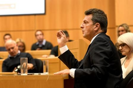 """Sergio Massa fue el primer disertante del ciclo de conferencias """"Preguntar al Poder"""", que impulsan la Fundación Konrad Adenauer, InfoCiudadana y Universidad Austral"""