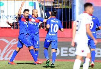 Con diez hombres, Tigre logró revertir un 0-2 en contra y eliminó a Colón