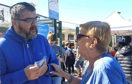 El concejal y presidente del PJ de San Isidro Fabian Brest recorrió el distrito en una tarea en la que habitualmente realiza para escuchar y acercarles propuestas a vecinos y comerciantes.