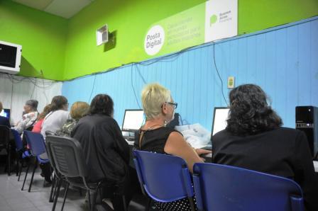 En la provincia comenzaron las clases para adultos mayores que se suman a la tecnología