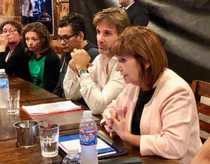 Patricia Bullrich y Segundo Cernadas se reunieron con vecinos de Don Torcuato