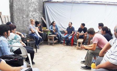 Joaquín Noya junto a trabajadores de los talleres de oficios de CTEP Vicente López