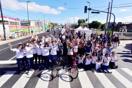 Con un paseo al aire libre, Katopodis inauguró la Av. 25 de Mayo totalmente renovada