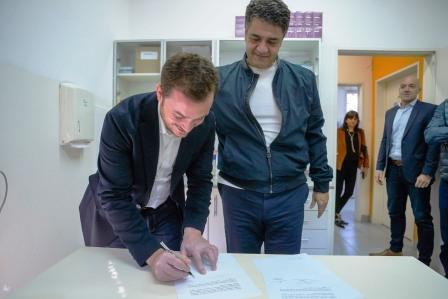 El intendente de Vicente López, Jorge Macri, junto al ministro de Salud de la provincia de Buenos Aires, Andrés Scarsi, concretaron la firma de un convenio de colaboración entre el distrito y el gobierno de la Provincia, a partir del cual se pondrá en valor nueve UAPs
