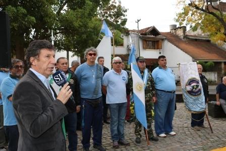 El intendente Gustavo Posse presidió el acto en el que se conmemoró a los 323 tripulantes que hace 37 años perdieron su vida en el hundimiento de la embarcación.