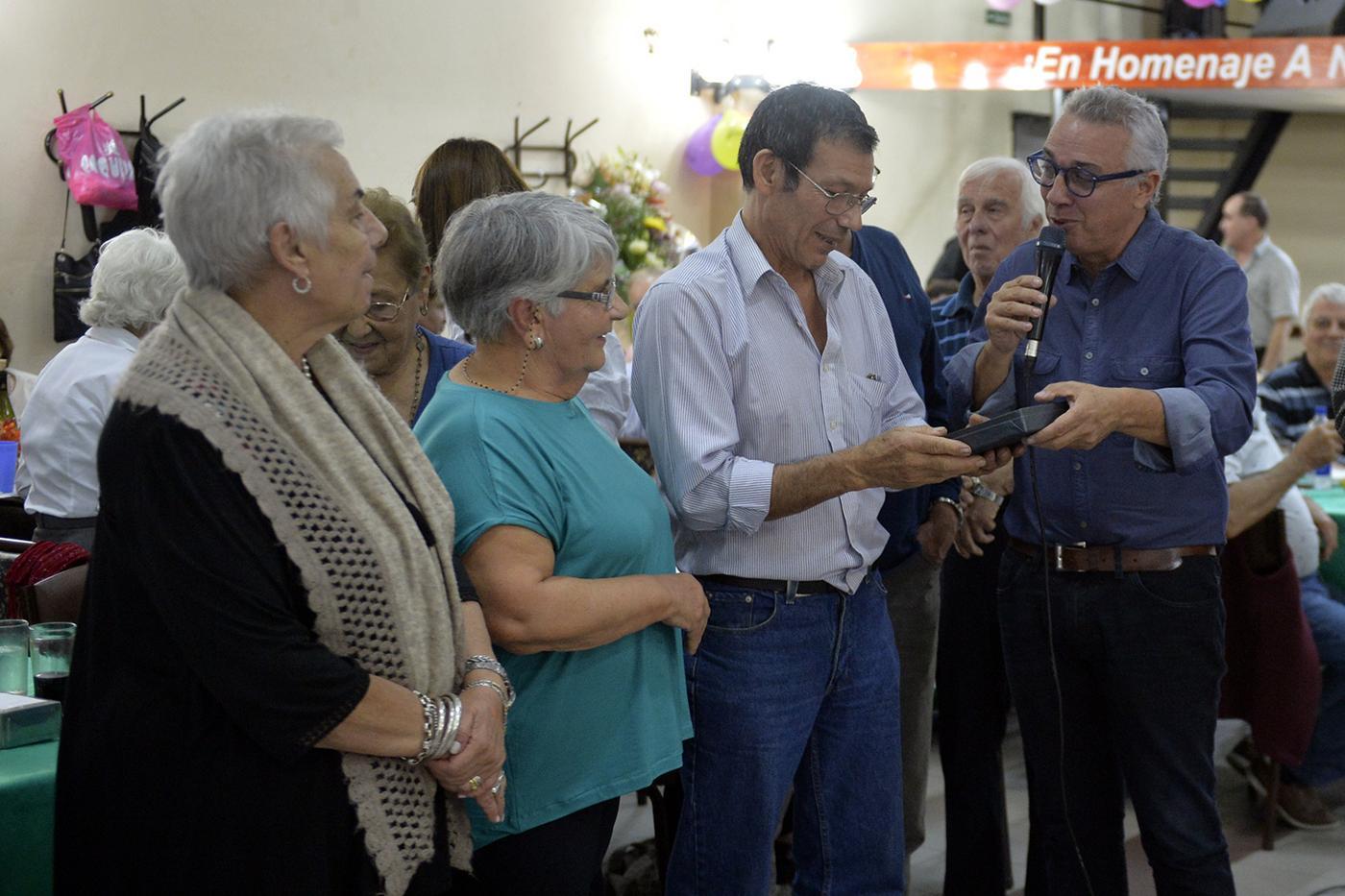 Julio Zamora anunció una ayuda económica para mejoras edilicias en el Centro de Jubilados 2 de Abril