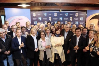 """Cristina Kirchner participó de la cumbre del PJ y se apura la construcción del """"Frente Patriótico"""""""
