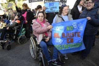 Protestan ante a la quinta de Olivos por recortes presupuesto para atender personas con discapacidad
