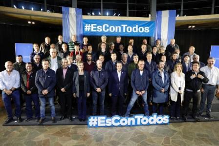 Más de 40 intendentes bonaerenses del PJ respaldaron la fórmula Alberto Fernández-Cristina Kirchner