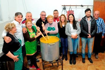 El intendente de Tigre, Julio Zamora, compartió la celebración del 25 de Mayo con vecinos de Dique Luján, Villa La Ñata y Rincón de Milberg,