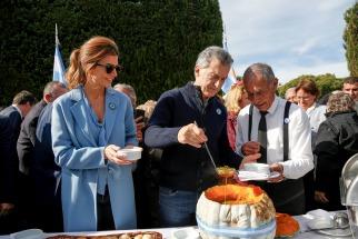 El presidente Mauricio Macri encabezó hoy el tradicional locro del 25 de Mayo que se realizó en la Quinta de Olivos