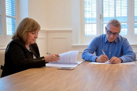 En el Palacio Municipal, el intendente Julio Zamora y la presidente de FEHGRA, Graciela Fresno, acordaron un mecanismo de cooperación que permitirá la difusión de la oferta turística del distrito a nivel provincial y nacional, entre los afiliados a la entidad.