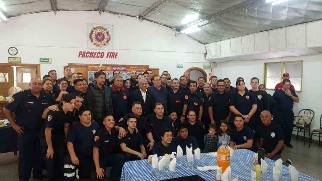 Tigre acompañó a los bomberos voluntarios en su día