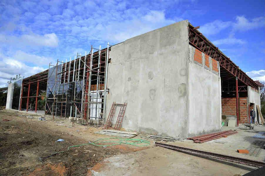 Julio Zamora, recorrió el predio donde se construye el tercer Hospital Municipal de Diagnóstico Inmediato (HMDI) de la ciudad, ubicado entre Fernando Fader y Ramos Mejía, en la localidad de Benavídez