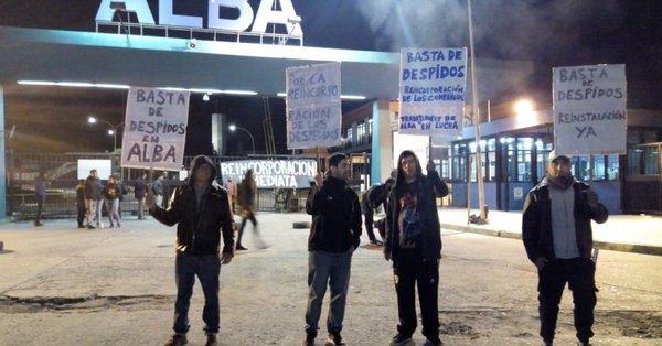 Operarios despedidos de la fábrica de pinturas ALBA piden su reincorporación