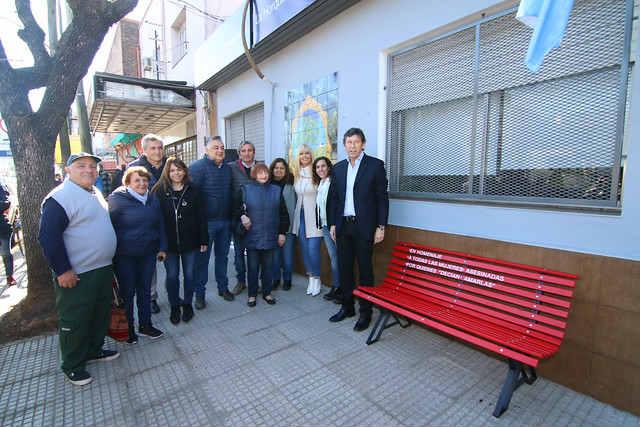 San Isidro sumó un nuevo banco rojo contra la violencia de género en Boulogne