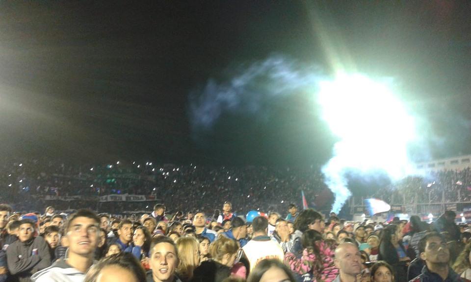Multitudinario festejo de Tigre en Victoria para celebrar el primer título de su historia ()