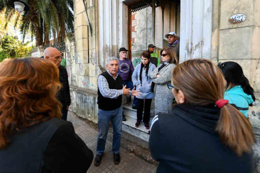 San Fernando realizó un operativo de limpieza, poda y refuerzo de la seguridad del Palacio Otamendi