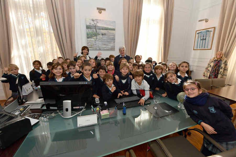 Andreotti recibió a alumnos del Colegio Santa Trinidad que visitaron dependencias municipales