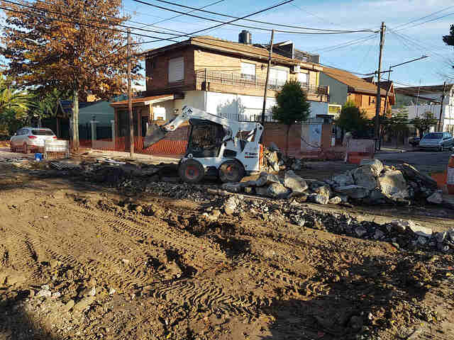 San Isidro renueva el asfalto de 3 de Febrero