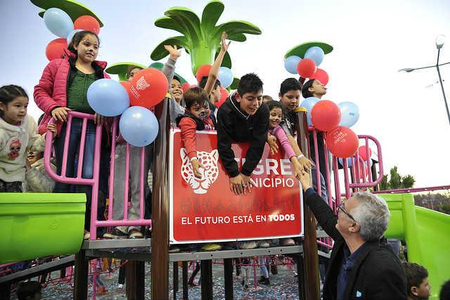 Julio Zamora reinauguró la Plaza de las Américas en Benavídez