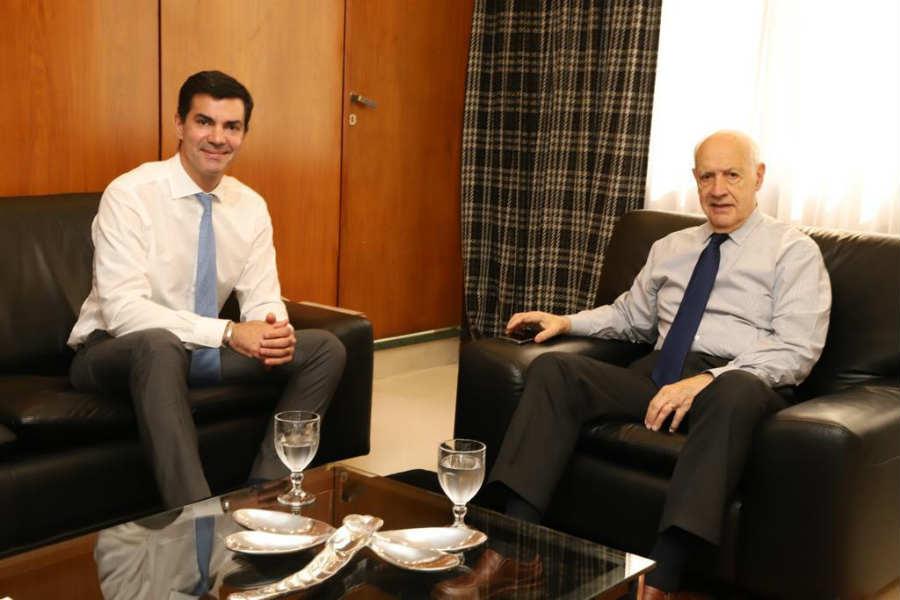 Lavagna acordó con Urtubey y compartirán una fórmula presidencial ()