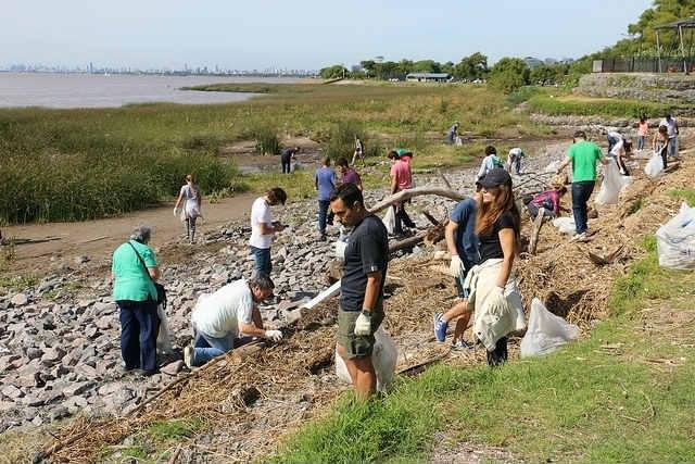 San Isidro: sigue la campaña para limpiar la costa del río con los vecinos