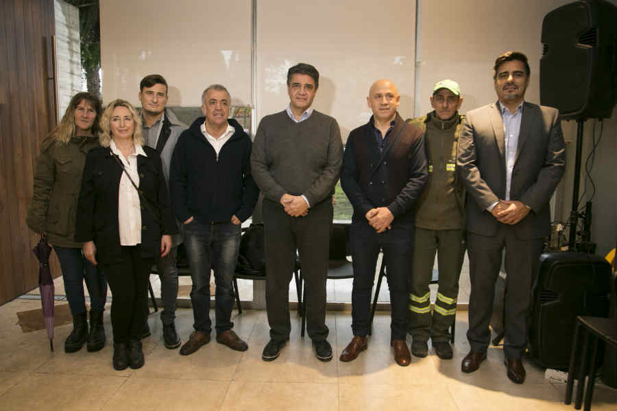 El intendente de Vicente López, Jorge Macri, anunció el acuerdo alcanzado en el marco de la paritaria municipal, en el Instituto Bignone (Haedo 1426), junto a los dirigentes de ATE Zona Norte Fabián Alessandrini y Victorio Pirillo.