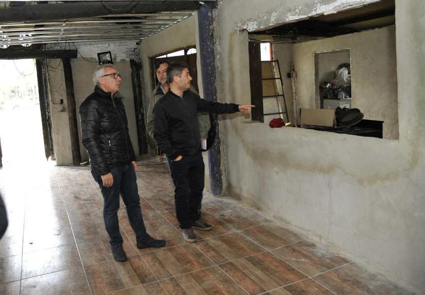 El intendente Julio Zamora supervisó las tareas de renovación que incluyen la reparación del techo, los pisos y nueva iluminación, así como trabajos de pintura y la puesta en valor de la sala teatral.