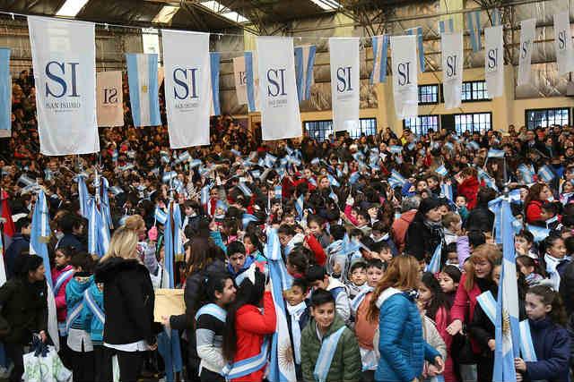 Más de 2 mil alumnos prometieron Lealtad a la Bandera en San Isidro