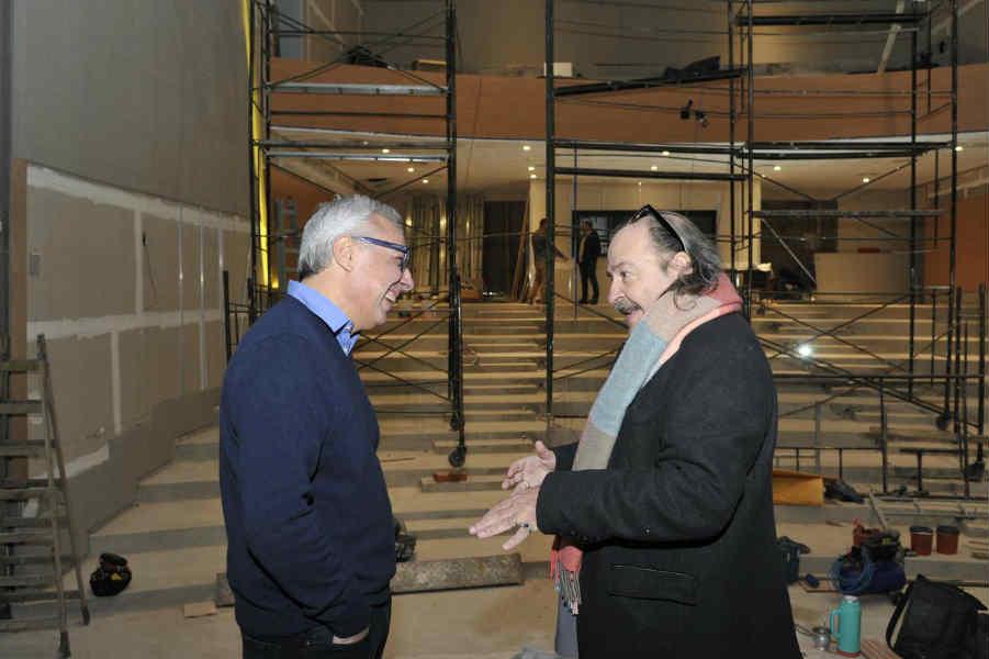 Julio Zamora y Litto Nebbia recorrieron las obras del nuevo cineteatro municipal de Tigre